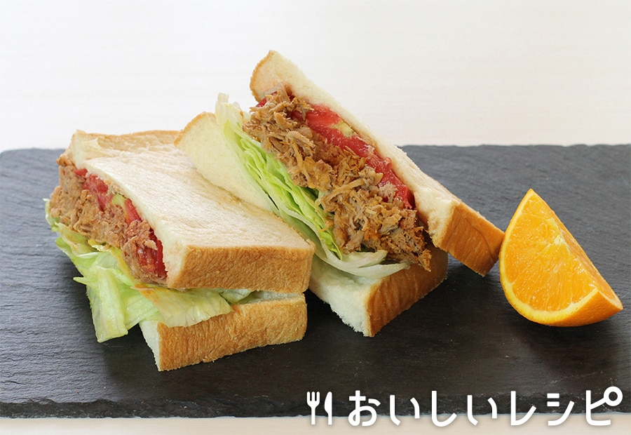 プルドポークとシャキシャキレタスのサンドイッチ