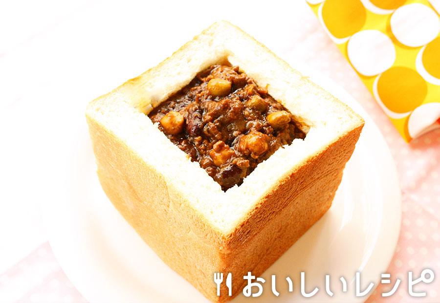 バニー・チャウ(食パンに入ったキーマカレー)