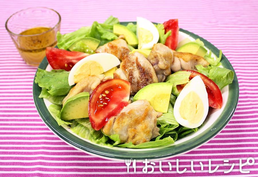 生野菜とチキンのサラダ