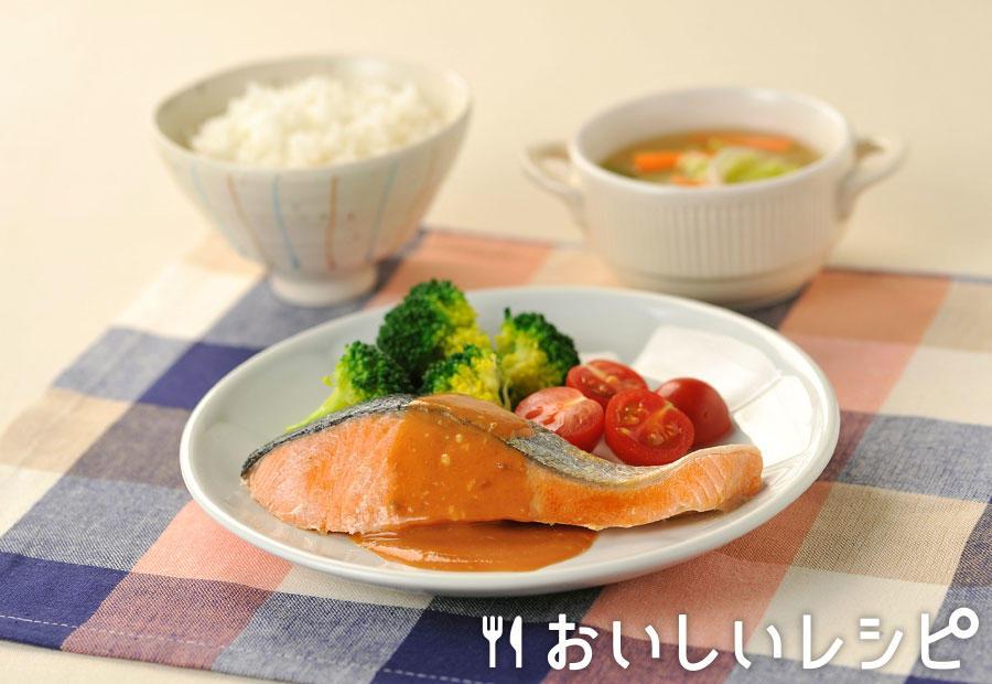 鮭のムニエル 黄金ソースがけ