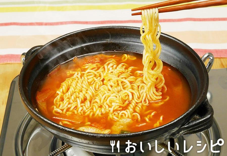 〆のキムチ鍋ラーメン