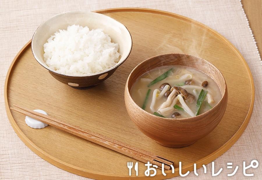 みそ汁感覚で プチッととんこつしょうゆ鍋スープ